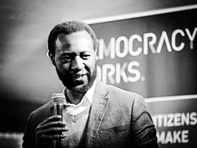 19. 25 años más tarde, la sociedad civil sudafricana sigue luchando contra el gobierno por los intereses del pueblo